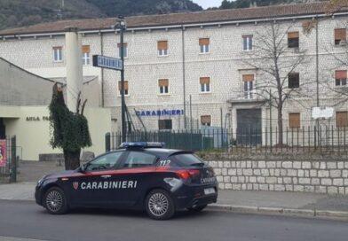 Cassino, litiga con la compagna, si getta nel fiume e aggredisce i carabinieri